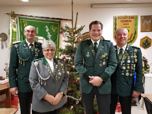 1. Vorsitzender Andreas Aue, Winterkönigin Dorle Langenberg, Winterkönig Christoph Warnecke, Obersch