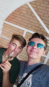 Der Wein schmeckt