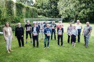 Preisträger mit Dezernentinnen (9. v. links.: Andreas Aue)