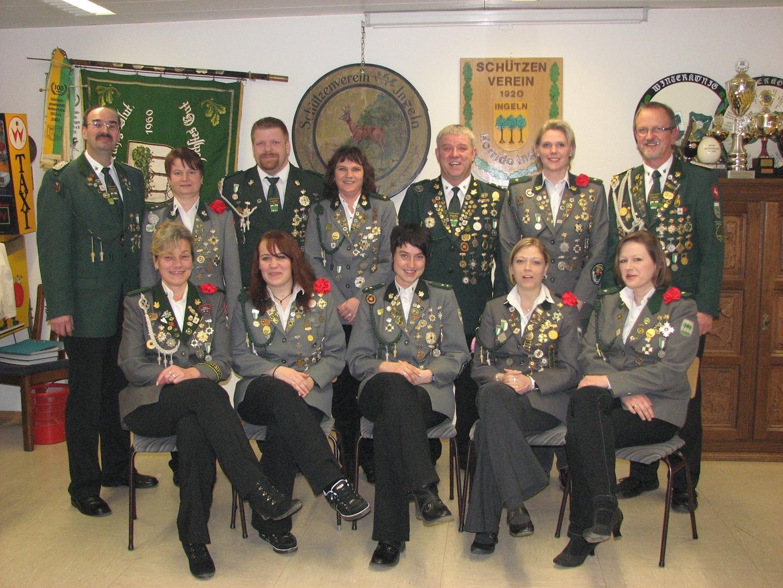 Der Vorstand seit 2019 besteht aus (von links) oben: Andreas Aue (1. Vorsitzender), Heike Strote-Radkewitz (2. Schriftführerin), Oliver Keip (2. Schießsportleiter), Alexandra Krause (2. Kassenwartin), Uwe Klokow (1. Schießsportleiter), Ulrike Schuchardt (1. Damenwartin), Jürgen Schmidt (2. Vorsitzender); unten: Monika Schmidt (1. Kassenwartin), Sonja Machurig (1. Jugendleiterin), Nicole Sander (2. Jugendleiterin), Nadine Witte (2. Damenwartin), Sylvia Gaste (1. Schriftführerin)