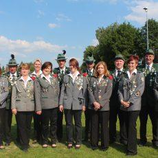 Der Vorstand von 2013 bis 2016 bestand aus (v. l. n. r.): Jürgen Schmidt (2. Vorsitzender), Alexandra Krause (2. Kassenwartin), Ralf Radkewitz (2. Schießsportleiter), Heike Strote-Radkewitz (2. Schriftführerin), Ulrike Schuchardt (1. Damenwartin), Sylvia Gaste (1. Schriftführerin), Gerald Schuchardt (Schießassistent), Sonja Machurig (1. Jugendleiterin), Dieter Sandvoß (Schießassistent), Nadine Witte (2. Damenwartin), Uwe Klokow (Oberschießsportleiter), Nicole Sander (2. Jugendleiterin), Andreas Aue (1. Vorsitzender), Monika Schmidt (1. Kassenwartin)